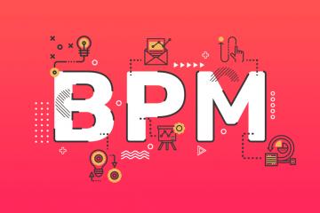 Uma imagem mostrando as letras BPM pintadas de branco em um fundo vermelho. Ao redor tem algumas imagens de processos.